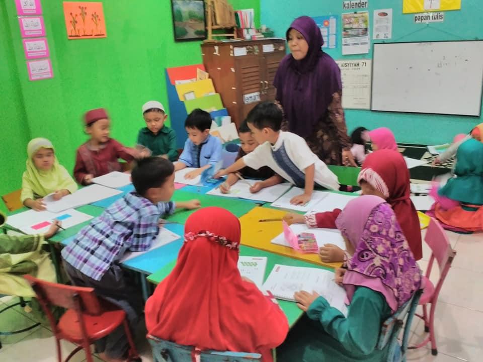 Suasana kelas kerjasama pada saat belajar