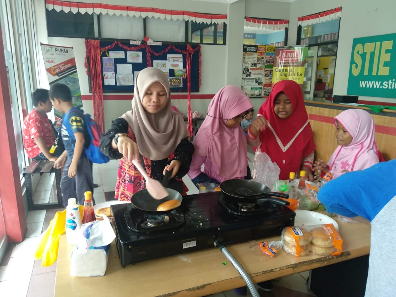 Serunya Media Pembelajaran Memasak Sambil Belajar Bahasa Inggris di BBC ETS